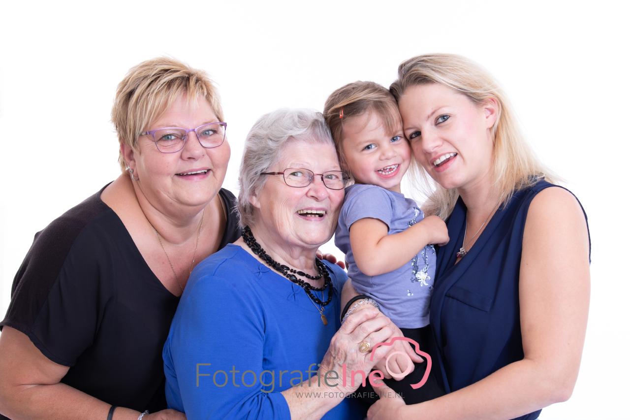 Fotografie Ine 4 generatie fotoshoot Boekel 233A0221