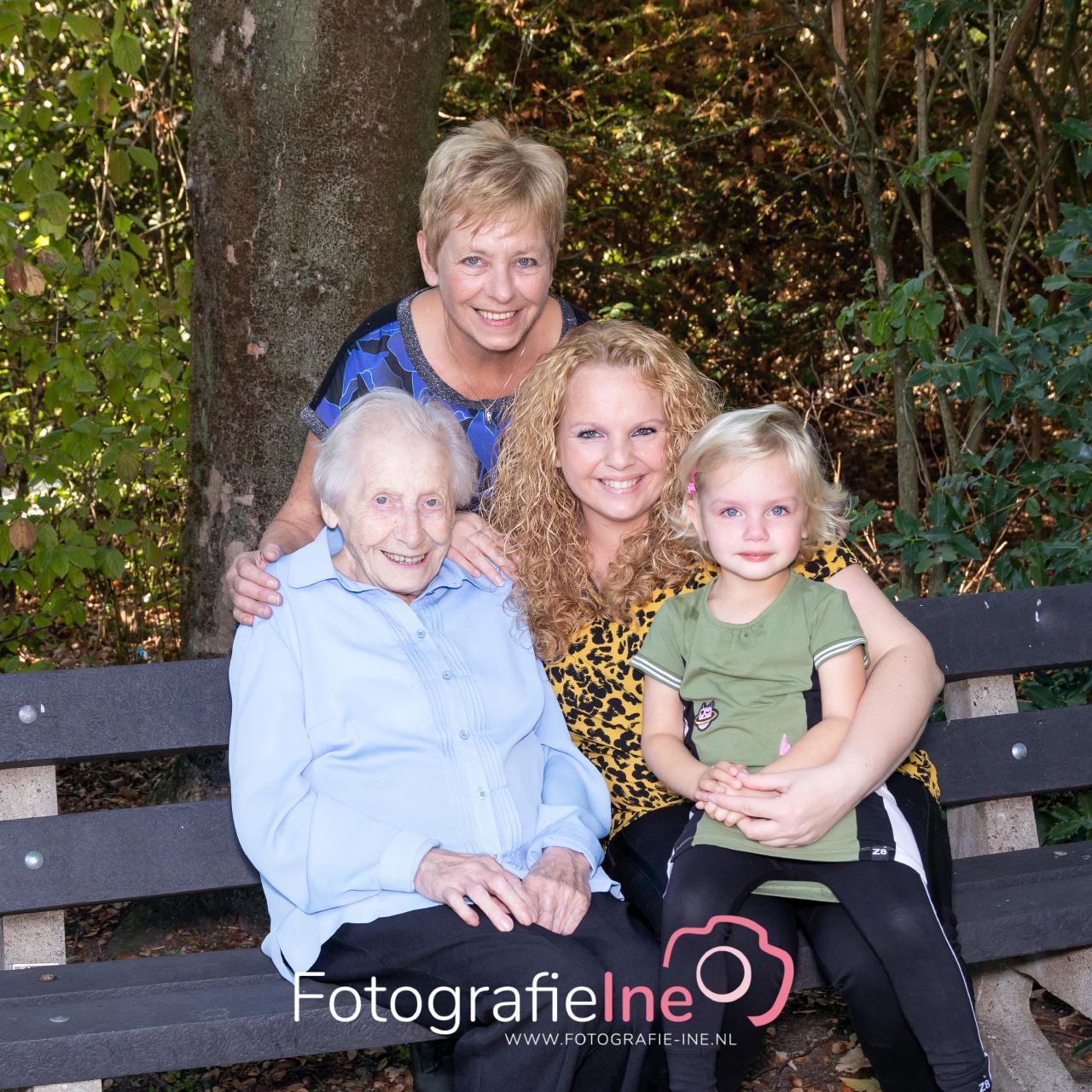 Fotografie Ine 4 generatie fotoshoot Boekel 233A0302