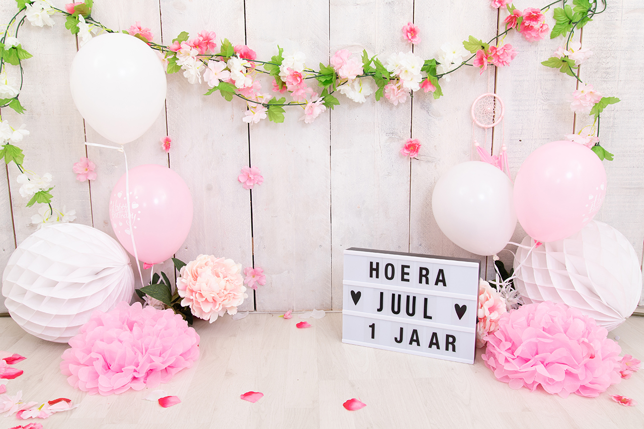 Fotografie Ine cakesmash bohemian roze met ballonnen en groen