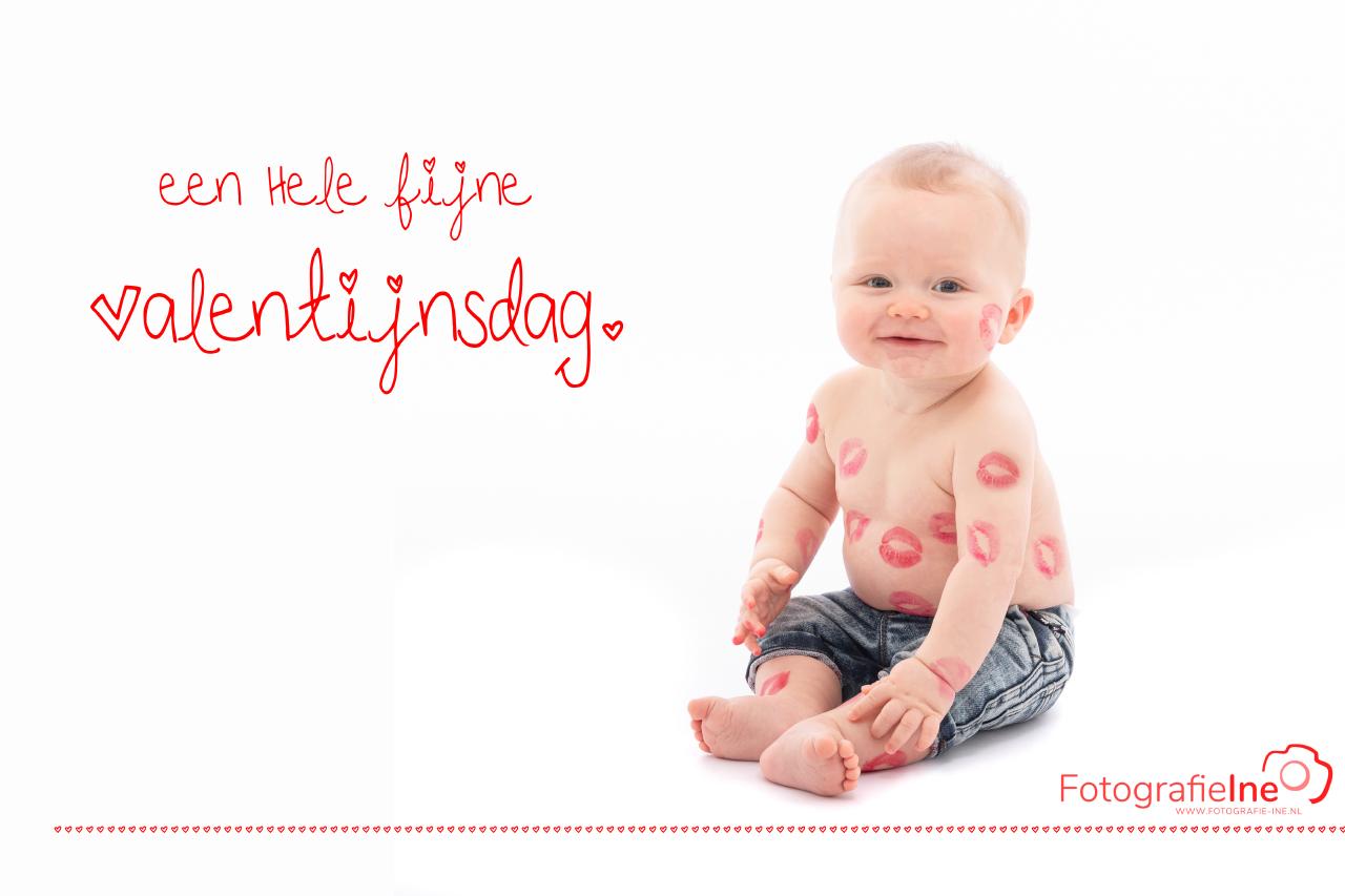 Fotografie Ine 233A8955 Valentijnsdag baby met kusjes